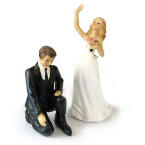 Kľačiaci ženích a mávajúca nevesta 3 + 1 zadarmo - svadobné figúrky na tortu -